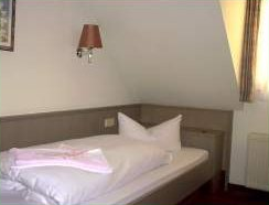 Single bed room and double bed room